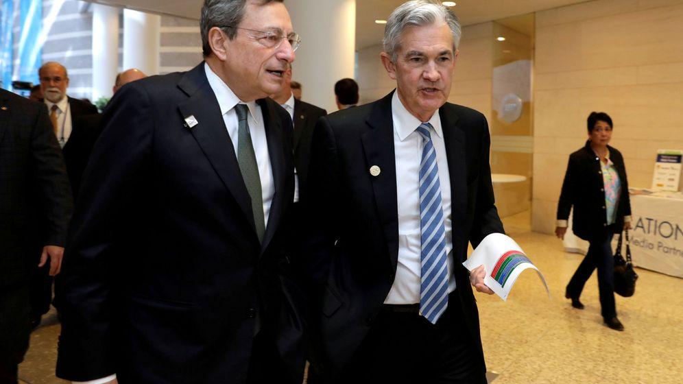 Foto: Los presidente del BCE y la Fed, Mario Draghi y Jerome Powell, en la sede del FMI en Washington. (Reuters)
