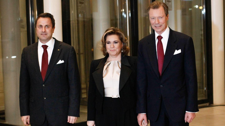 Xavier Bettel, con los grandes duques en 2016. (EFE)