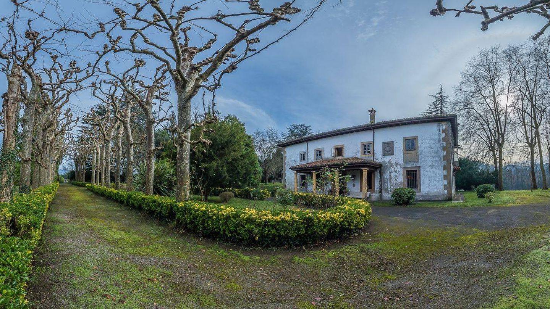Fachada de La Piniella, en San Cucao (Llanera). (Royal Premium)