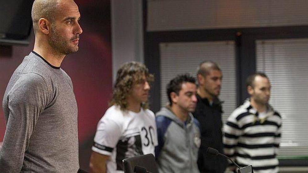 Foto: Pep Guardiola, con Puyol, Xavi, Valdés e Iniesta al fondo, todos fuera del FC Barcelona.