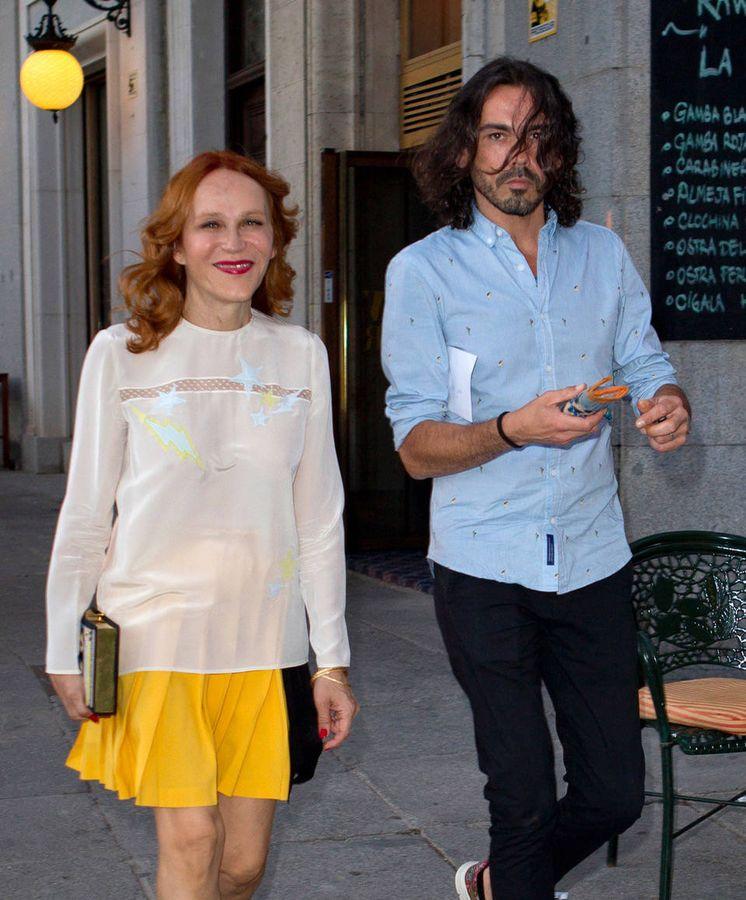 Foto: Antonia San Juan y Yeyo Bayeyo paseando por Madrid. (Vanitatis)