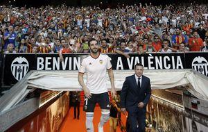 El Valencia presenta a Negredo, su 'crack' para volver a la Champions