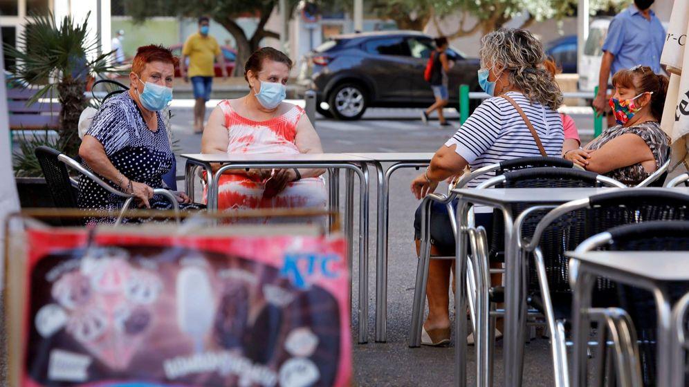 Foto: Un bar del barrio de la Pastoreta de Reus (Tarragona), el pasado agosto. (EFE)