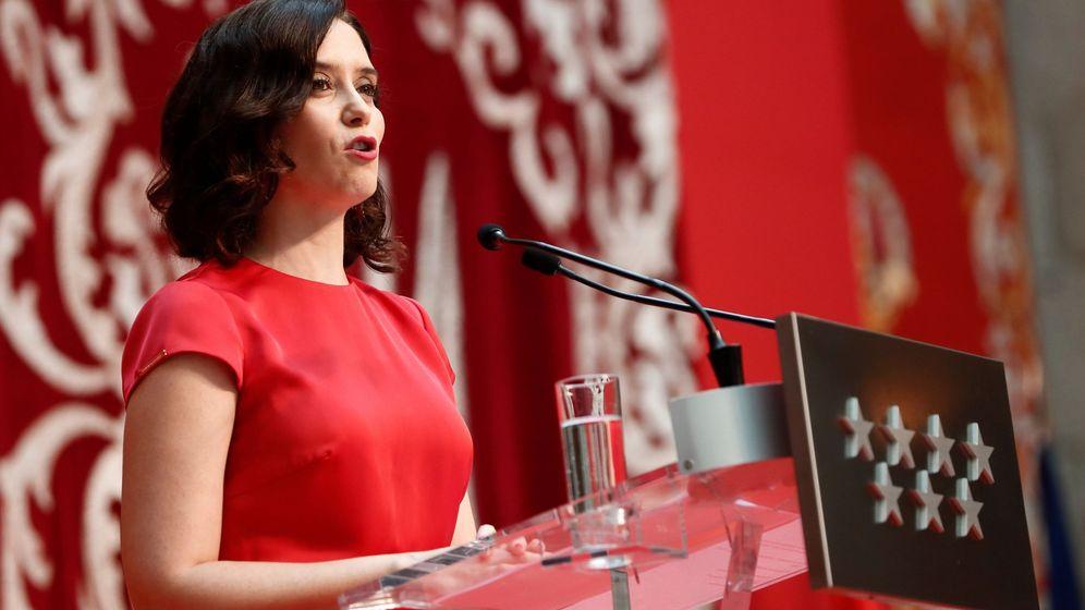 Foto:  La popular Isabel Díaz Ayuso durante su intervención antes de tomar posesión como presidenta de la Comunidad de Madrid. (EFE)