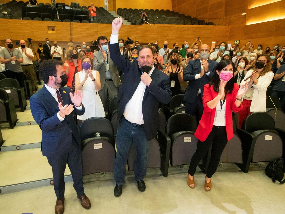 Foto: El líder de ERC, Oriol Junqueras, con el puño en alto. (EFE)