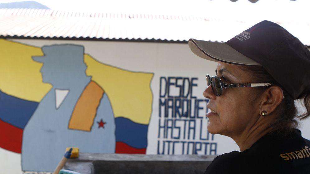 Foto: La excombatiente de las Farc Fancy Orrego, alias Erika, participa en un acto conmemorativo por la paz. (EFE)