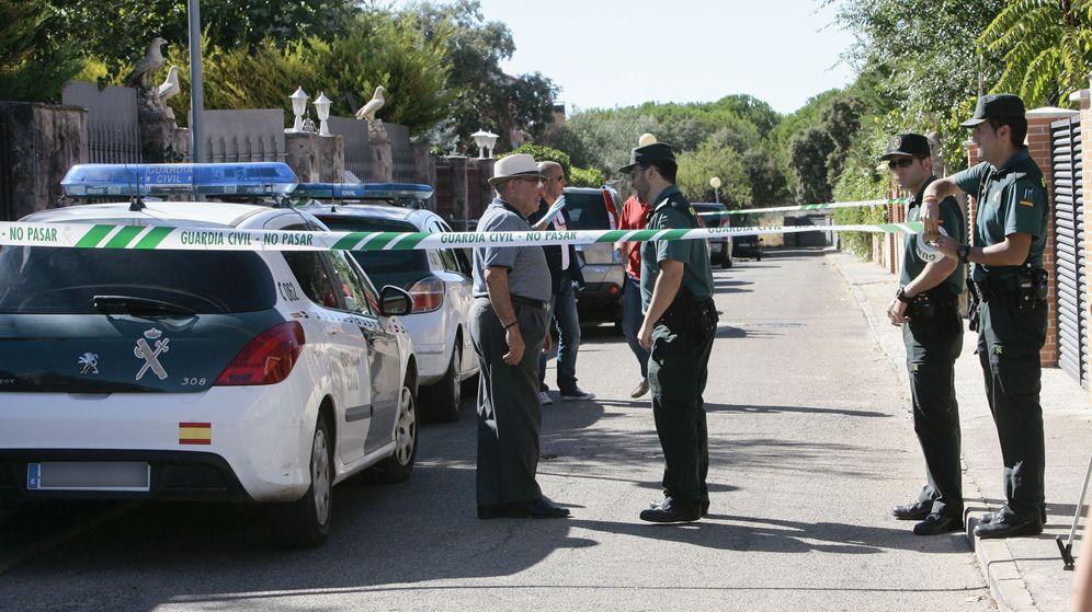 Foto: Imagen de los efectivos policiales presentes en el lugar del crimen. (EFE)