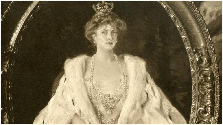 Reproducción de 1909 del retrato de la reina Victoria Eugenia con manto de armiño, de Joaquín Sorolla. (Museo Sorolla)