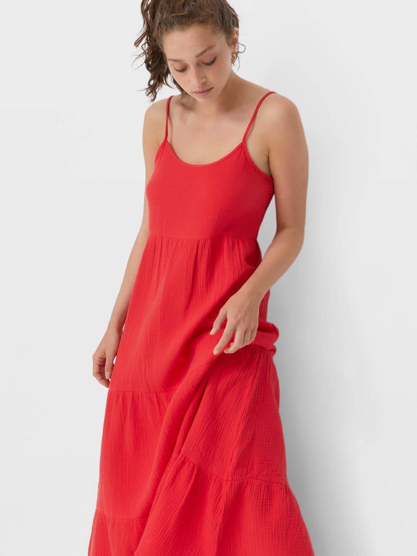 El vestido rojo de Stradivarius. (Cortesía)