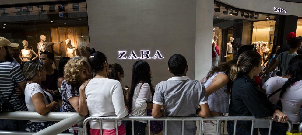 Foto: Horas de colas frente a tiendas defrente a las tiendas de Zara en Caracas. (EFE)