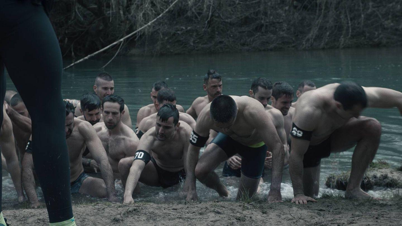 Los aspirantes a 'G.E.O.' en el Tajo. (Amazon Prime Video)