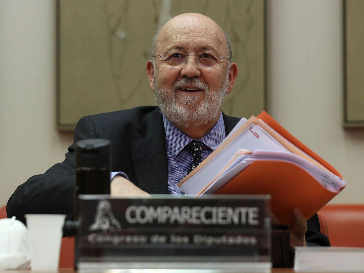 Foto: El presidente del Centro de Investigaciones Sociológicas, José Felix Tezános, comparece en la Comisión Constitucional del Congreso. (EFE)