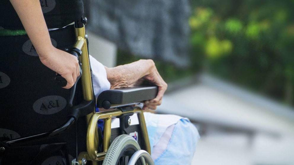 La Fiscalía pide el cierre de una residencia de Madrid por su deplorable trato a los ancianos