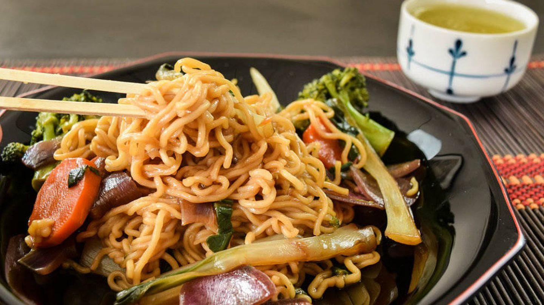 El yakisoba puede ser elaborado con múltiples ingredientes.