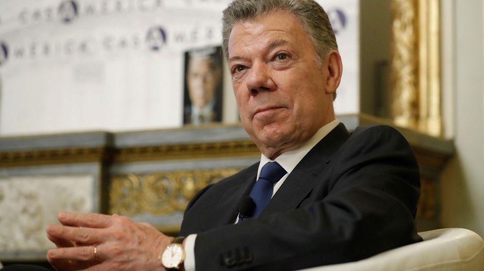 Foto: El expresidente colombiano Juan Manuel Santos durante la presentación de su libro La batalla por la paz este martes en la Casa de América de Madrid. (EFE)