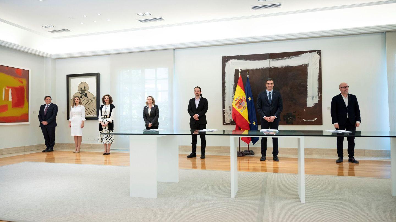 Firma del acuerdo entre Gobierno, patronal y sindicatos. (EFE)