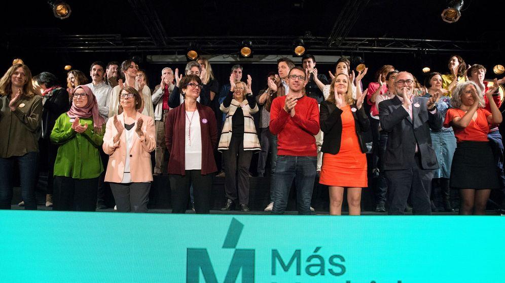 Foto:  Los candidatos de Más Madrid al Ayuntamiento y la Comunidad de Madrid, la alcaldesa Manuela Carmena (c) e Íñigo Errejón (2ºd), durante la presentación de sus listas. (EFE)