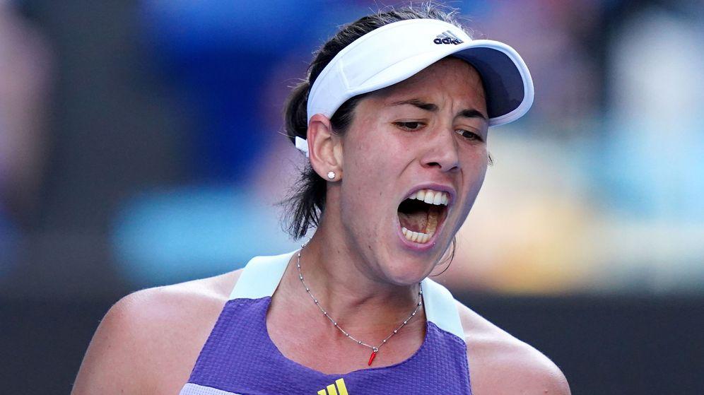 Foto: Garbiñe Muguruza celebra un punto frente a Simona Halep en el Open de Australia. (EFE)