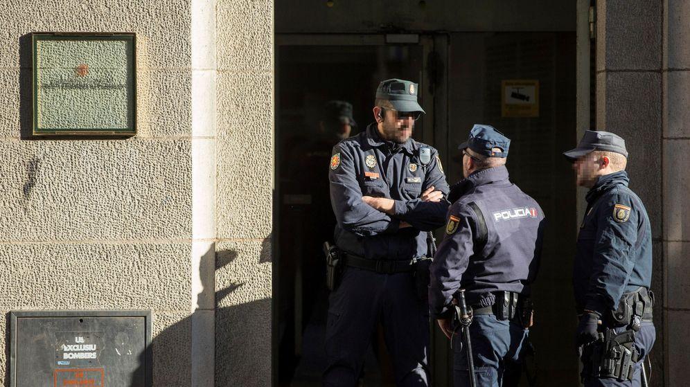 Foto: Registros policiales por el 1-O. (EFE)