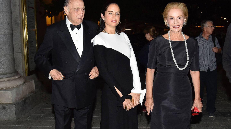 Reinaldo y Carolina Herrera, con su hija Carolina Adriana. (Cordon Press)