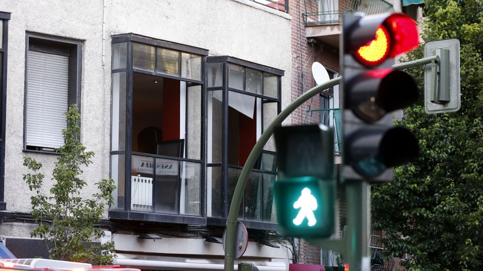 Foto: El despacho de la calle Marcelo Usera fue incendiado tras el triple crimen. (EFE)