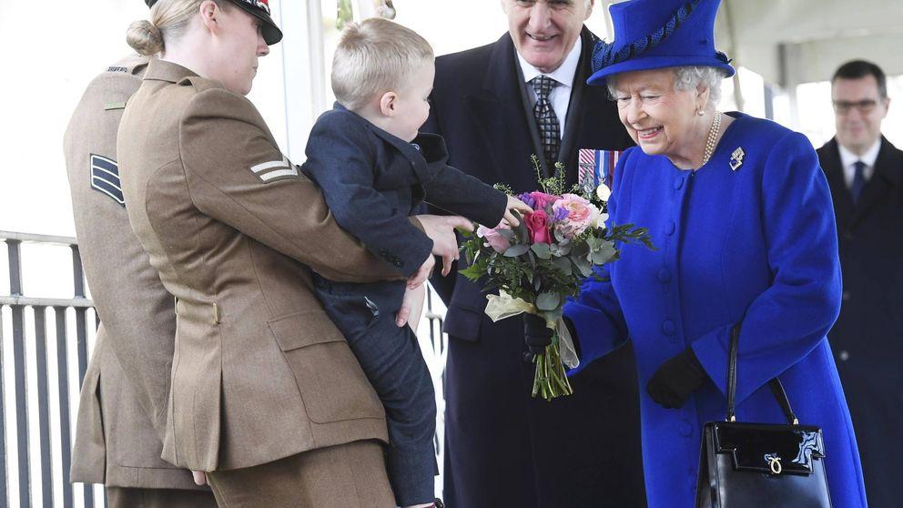 ¡Un berrinche real! El desplante de un niño de 2 años a la reina Isabel II