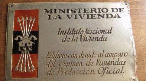 ¿Qué esconde la placa de la vivienda protegida franquista?