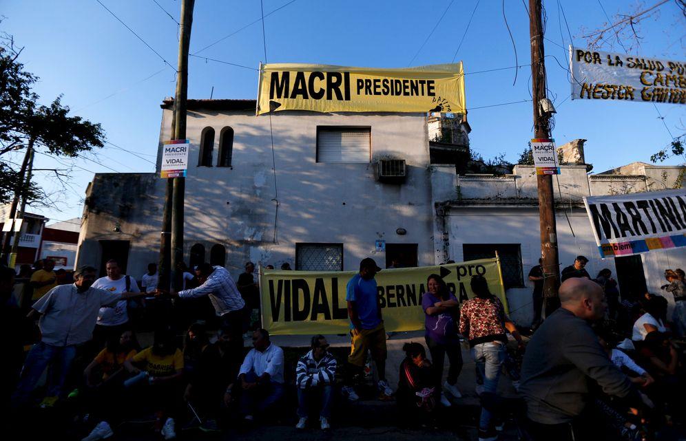 Foto: Argentinos acuden a un acto de campaña de Mauricio Macri en Lanús, en las afueras de Buenos Aires, el 21 de octubre de 2015 (Reuters).