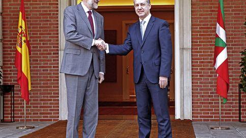 Rajoy se abre a atender demandas históricas del País Vasco como aviso a Cataluña