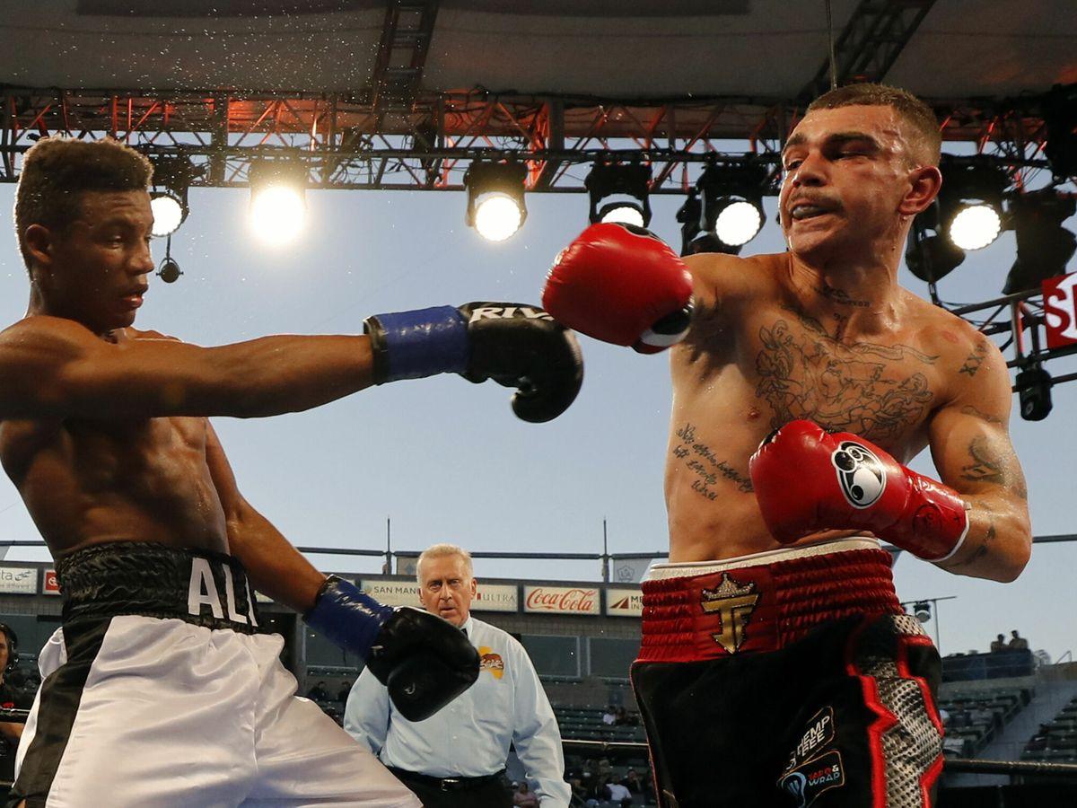 Foto: Michel Rivera y Jon Fernández durante el combate. (EFE))
