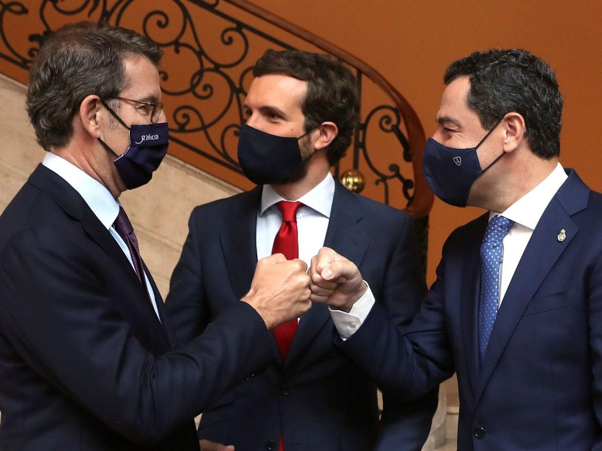 Foto: Alberto Núñez Feijóo, Pablo Casado y Juanma Moreno. (EFE)