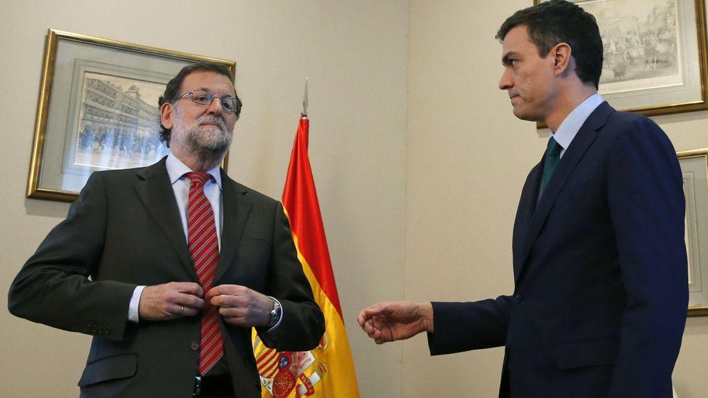 Foto: El presidente del Gobierno en funciones, Mariano Rajoy, junto a Pedro Sánchez en su último encuentro. (Efe)