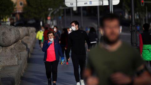 Abrir parques sí o no: la marea de 'runners' enciende el debate sobre el espacio peatonal
