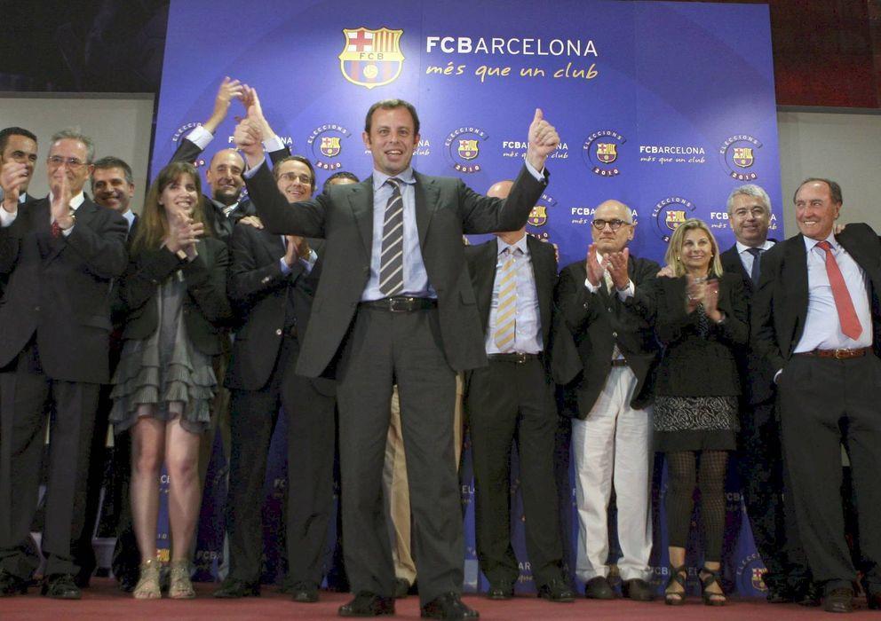 Foto: Susana Monje (3i) celebra la victoria de Sandro Rosell en las elecciones a la presidencia del FC Barcelona. (EFE)