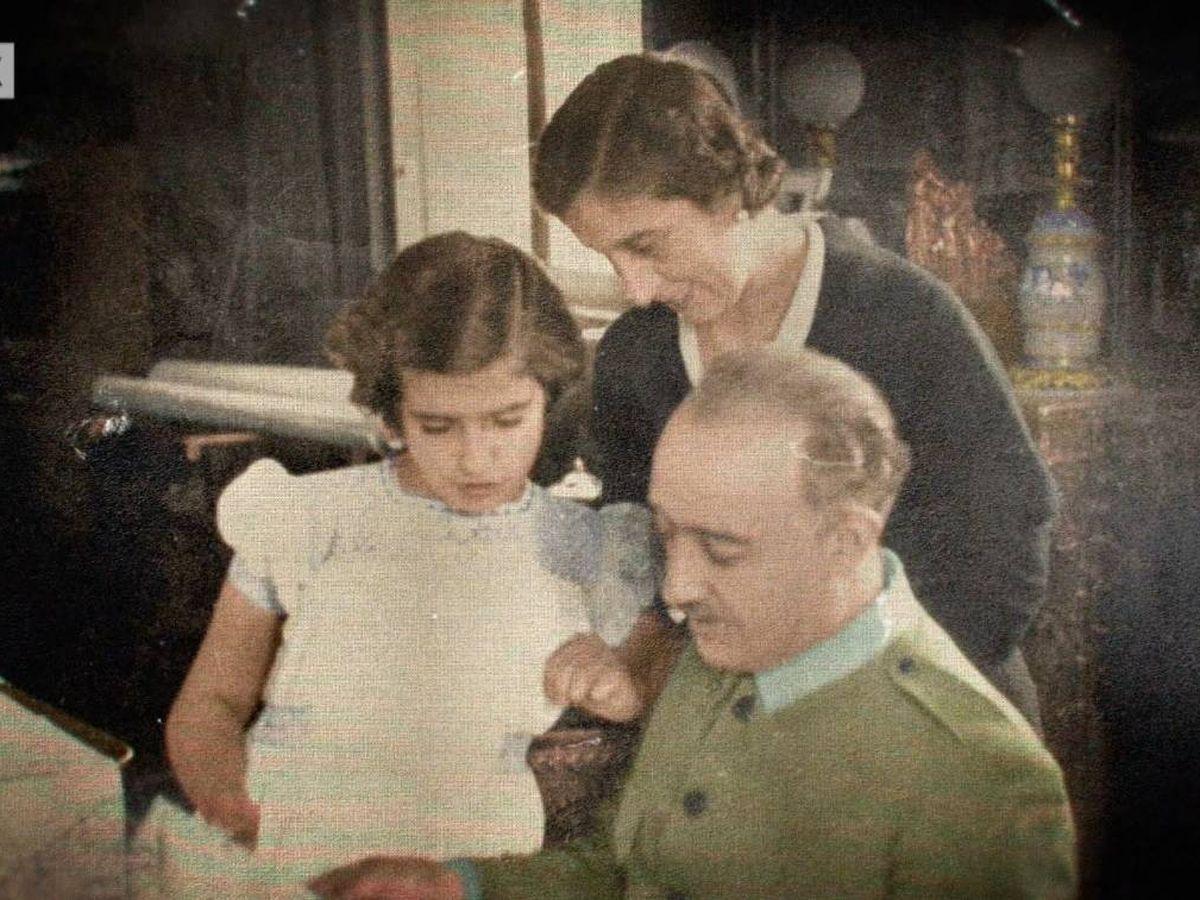 Foto: Francisco Franco con su mujer y su hija.