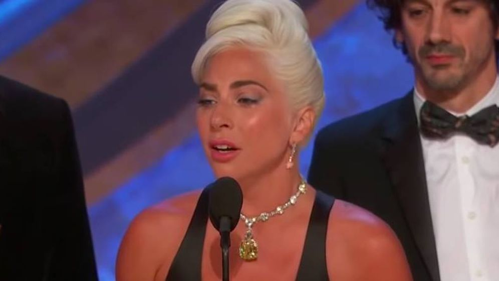Foto: Lady Gaga recoge su estatuilla a Mejor Canción Original.