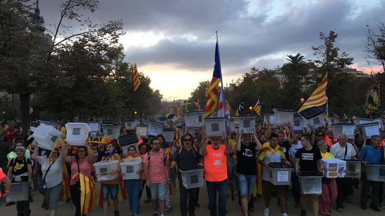 'Vamos a votar, vamos a ganar', es uno de los lemas más repetidos en la manifestación de Barcelona. (Foto: David Brunat)