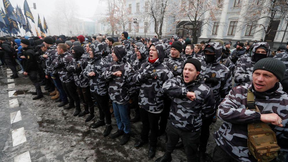 Foto: Protestas de los nacionalistas ucranianos tras los incidentes navales con Rusia. (EFE)