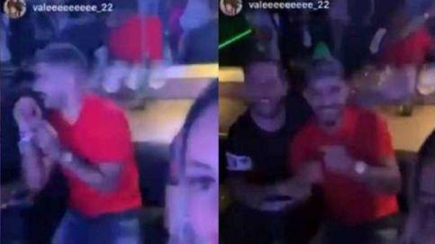 Banega, el cerebro del Sevilla, sin mascarilla en una discoteca cerrada por covid-19