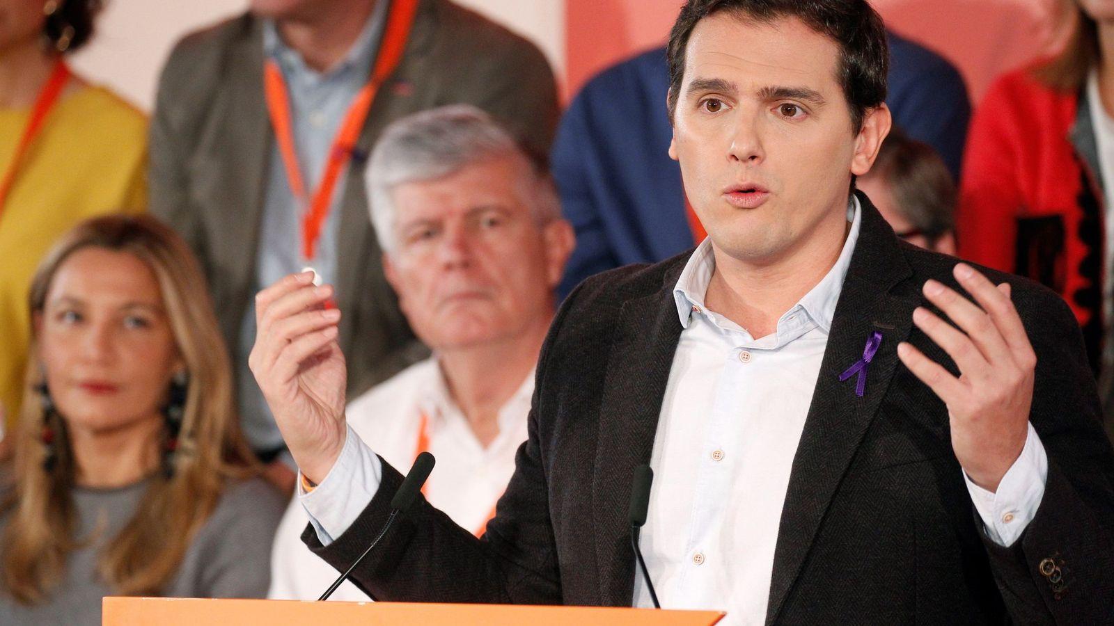 Foto: El presidente de Ciudadanos, Albert Rivera, presenta el programa electoral de su partido de cara a las elecciones del 21-D. (EFE)