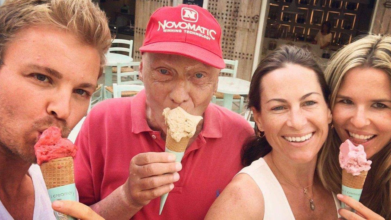 Nico Rosberg y Niki Lauda, en Ibiza. (Cordon Press)
