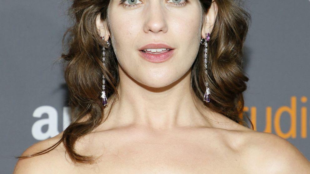 Las axilas sin depilar de Lola Kirke, las protagonistas de los Globos de Oro