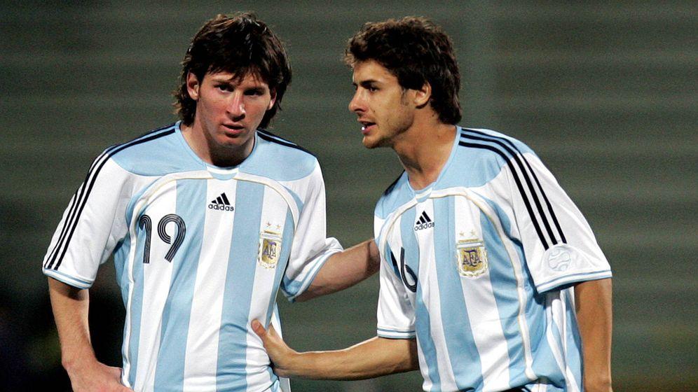 Foto: Aimar y Messi coincidieron en la selección argentina entre 2005 y 2009. (EFE)