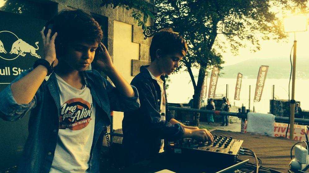 Foto: Héctor y Nico Iglesias como DJ's Electric Feels