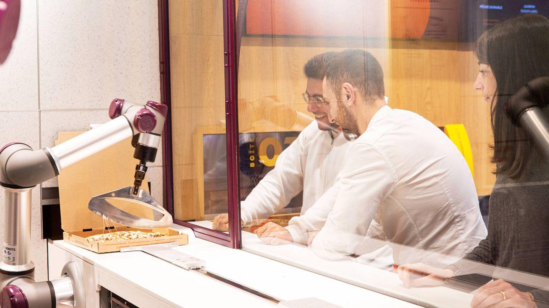 Foto: Pazzi en acción durante los tests del restaurante piloto. (Pazzi)