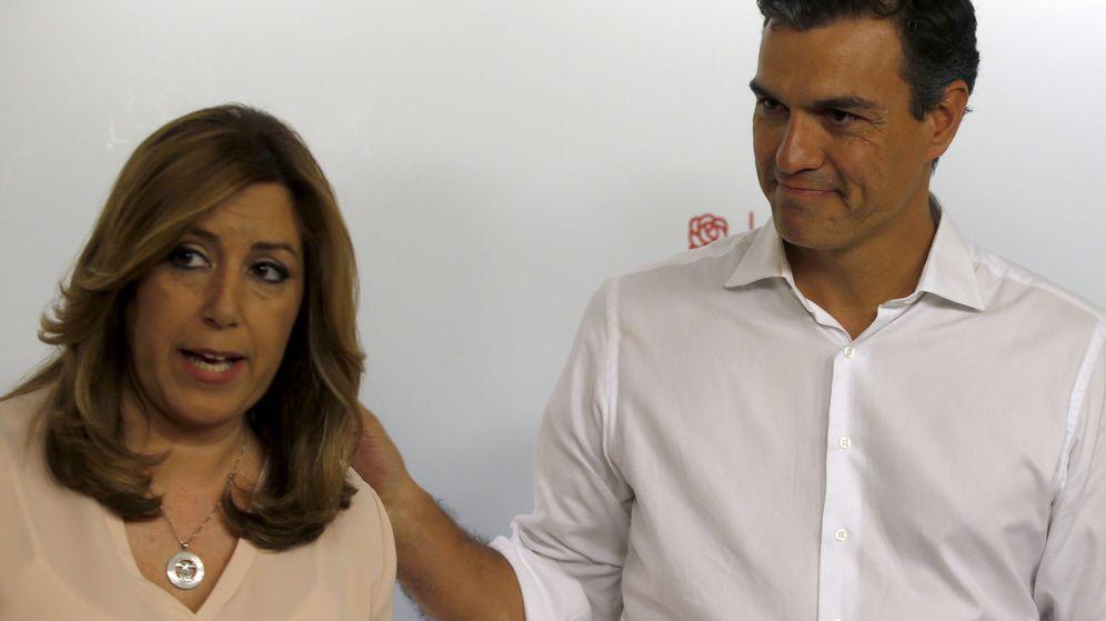 Foto: El secretario general del PSOE, Pedro Sánchez, con Susana Díaz, en la noche en la que fue elegido para liderar el partido. (EFE)