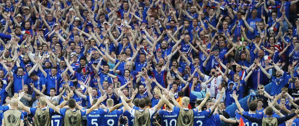 Foto: Islandia está haciendo historia dentro y fuera del campo en esta Eurocopa (EFE)