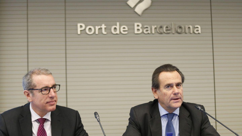 El presidente del Puerto de Barcelona, Sixte Cambra (d), y el director general, José Alberto Carbonell. (EFE)