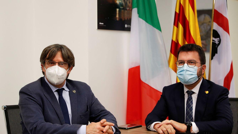 Foto: Carles Puigdemont y Pere Aragonès en Cerdeña (Italia). (Reuters)