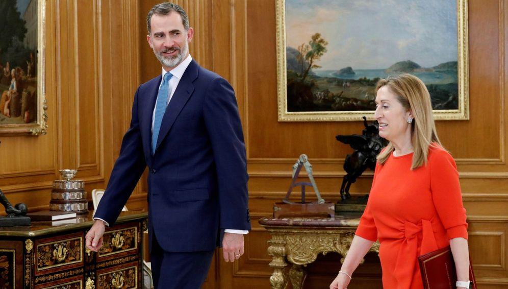 Foto: El Rey recibe a la presidenta del Congreso, Ana Pastor, quien le ha comunicado la investidura de Pedro Sánchez como nuevo presidente del Gobierno. (EFE)